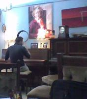 Pianist in Beyond Q cafe