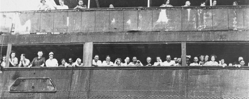 Jewish_refugees_aboard_the_SS_St._Louis_in_Cuba