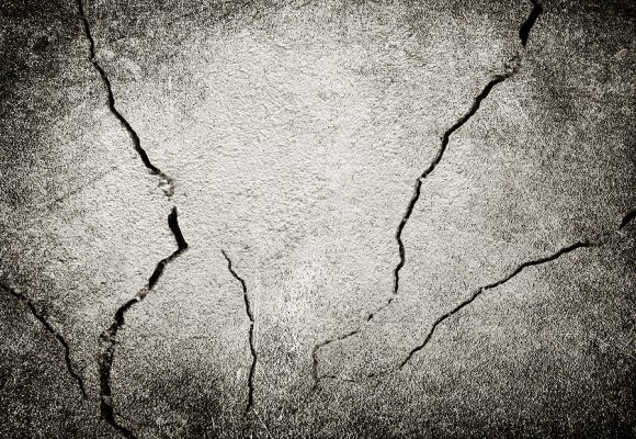 cracked-wall-580x460