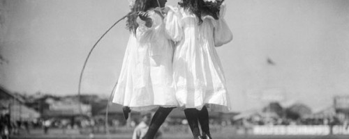skipping-girls